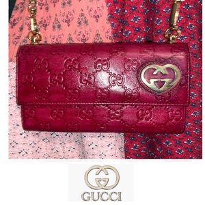 GUCCI Signature Logo Wallet on Chain Crossbody